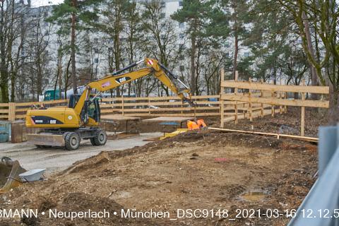 Neue Stütze für die Baugrube zur Grundschule am Karl-Marx-Ring