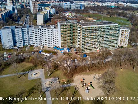 Kranaufbau an der Baustelle Grundschule am Karl-Marx-Ring