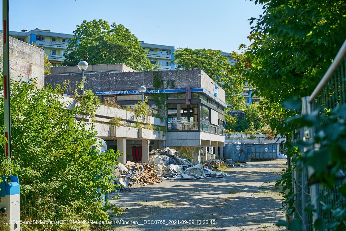 09.09.2021 - Abrissbaustelle Quiddezentrum in Neuperlach